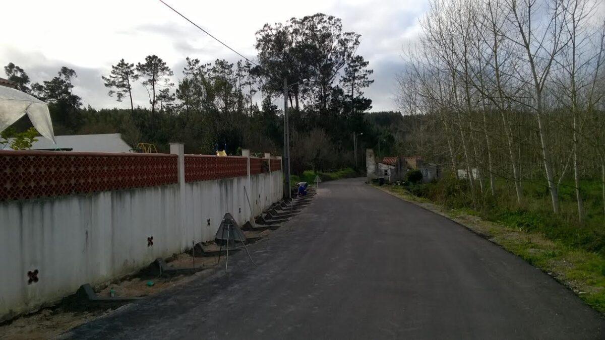 construcao_de_valetas_na_rua_do_varatojo