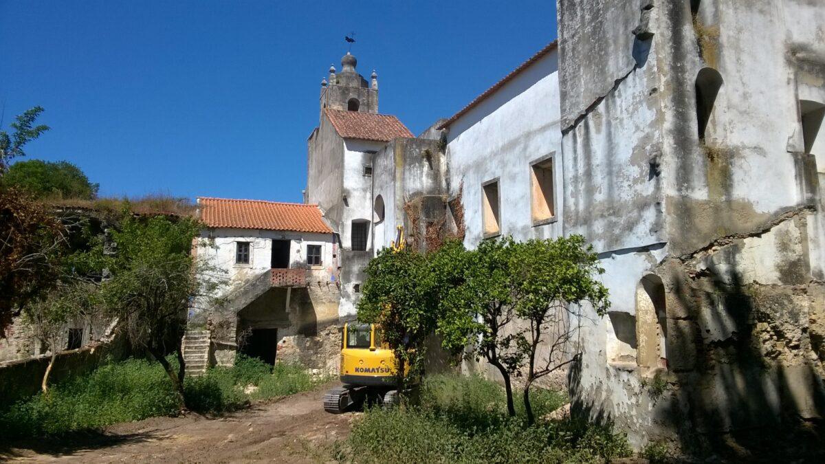limpeza_das_construcoes_existentes_no_solo_da_zona_envolvente_ao_mosteiro_de_coz