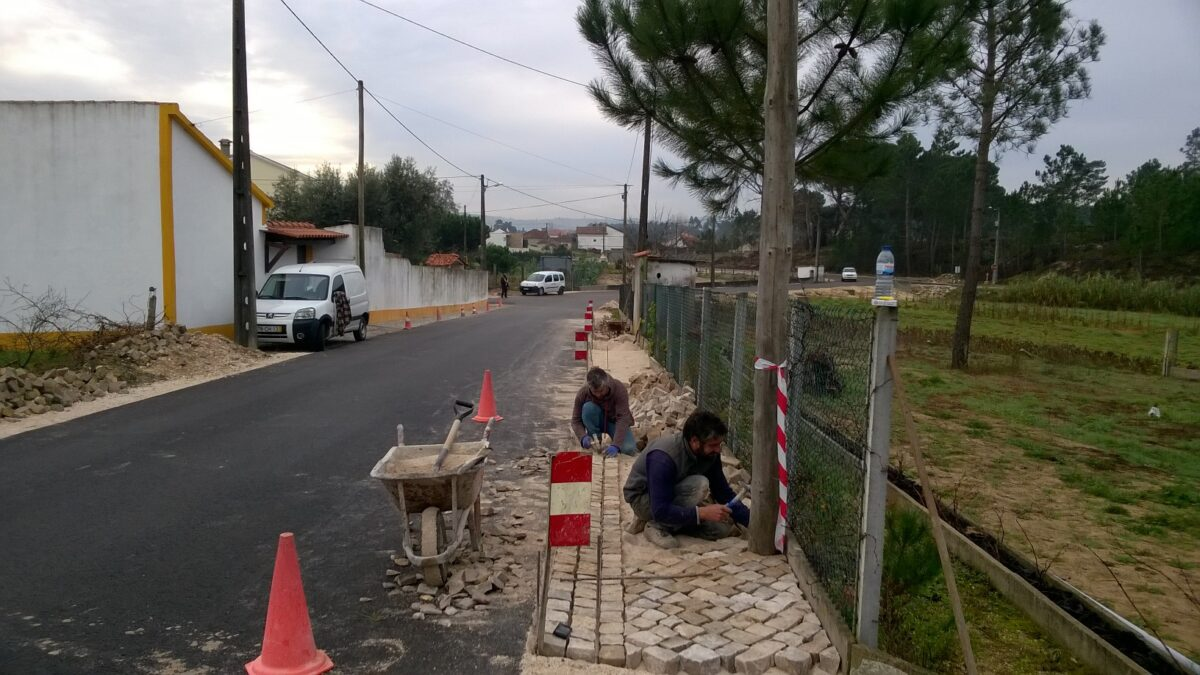 construcao_de_valeta_rasa_em_calcada_na_rua_do_rio_da_lama_ribeira_do_pereiro_02