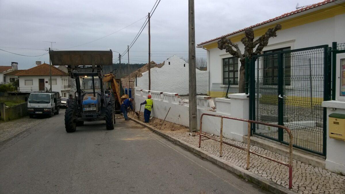 construcao_de_muro_em_risco_de_ruir_na_eb1_povoa