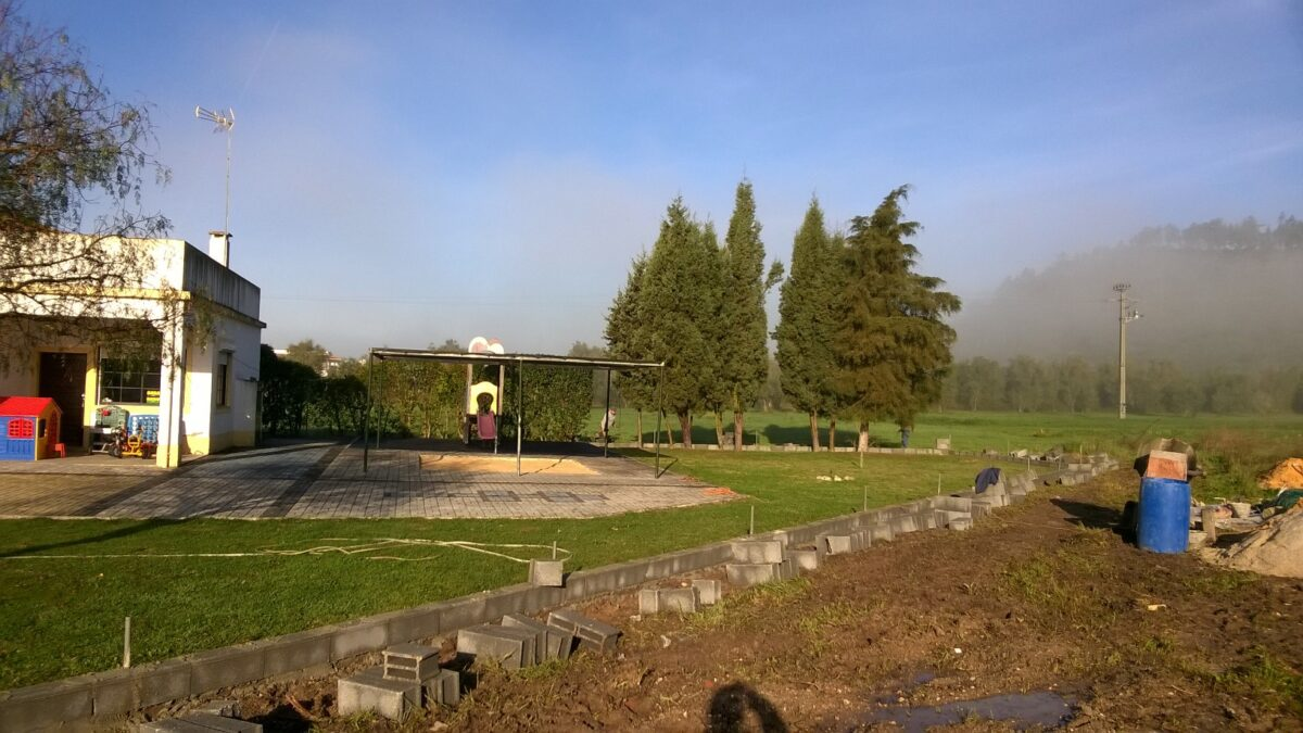 jardim_de_infancia_de_coz_construcao_de_muro_e_gradeamento