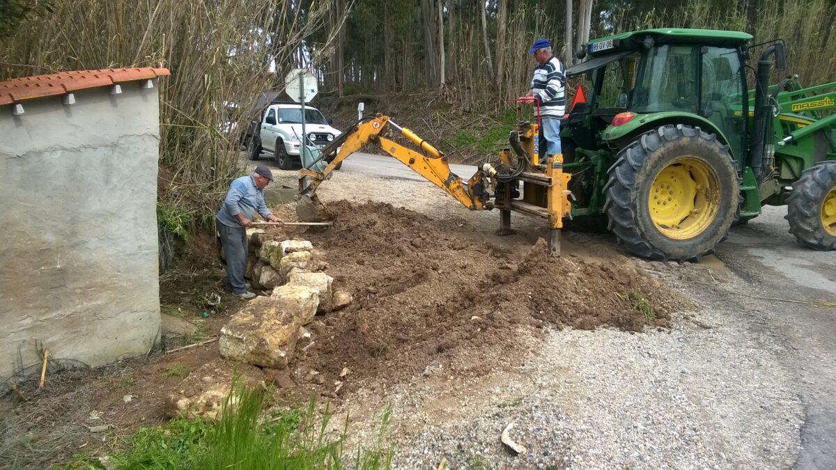 construcao_de_muro_em_pedra_alargamento_de_via_cruzam