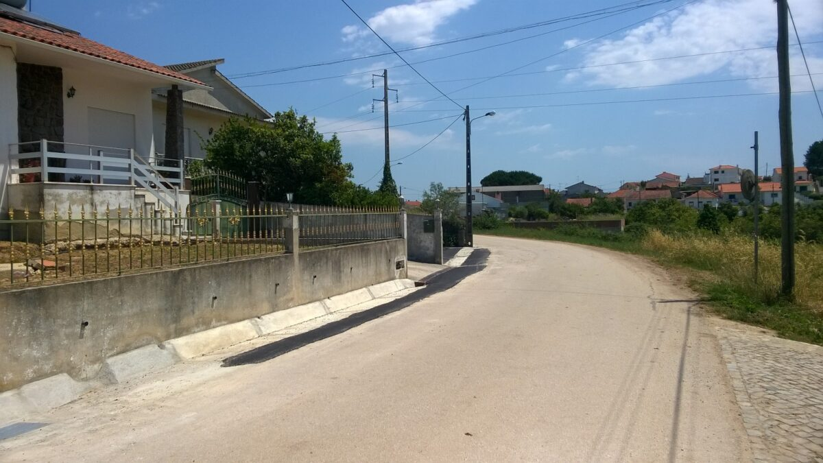 rua_das_tojeiras_-_montes_construcao_de_valeta_02