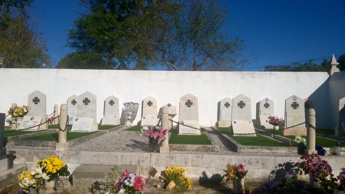 talhao_dos_combatentes_em_alpedriz_com_palma_comemorativa_do_armisticio