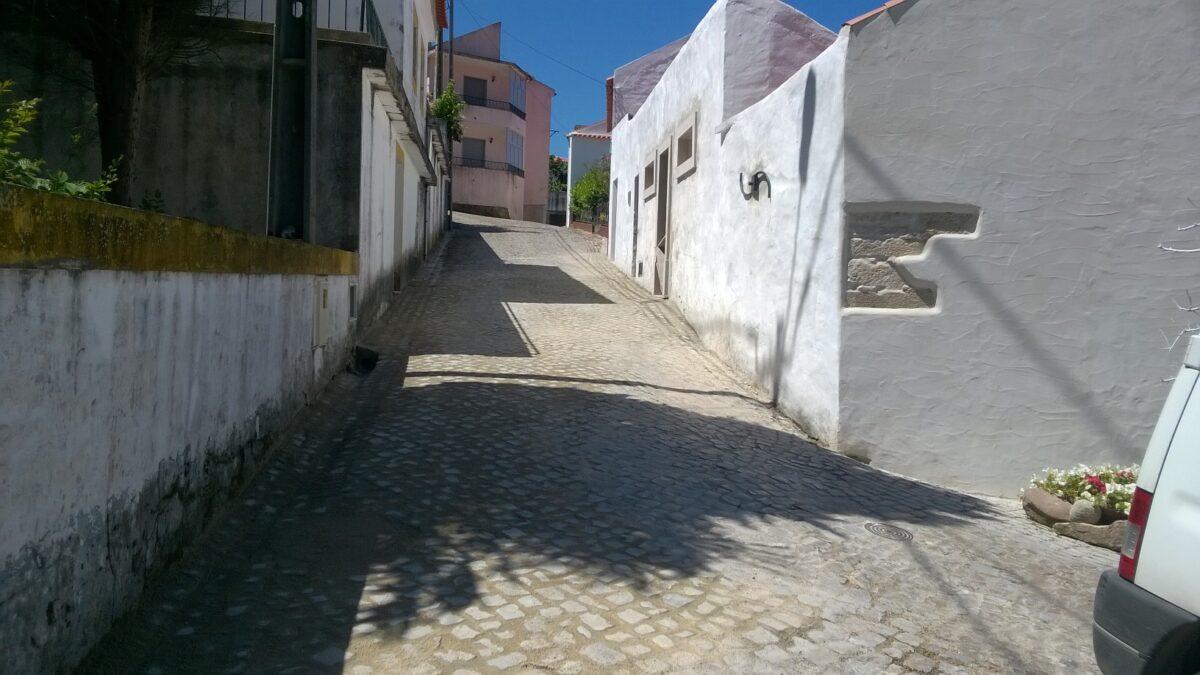 construcao_de_conduta_pluvial_e_recolocacao_de_calcada_p_acesso_as_casas_de_banho_publicas