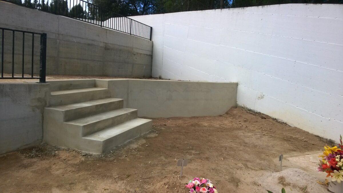 muro_de_suporte_de_terra_e_degraus_para_aproveitamento_do_cem