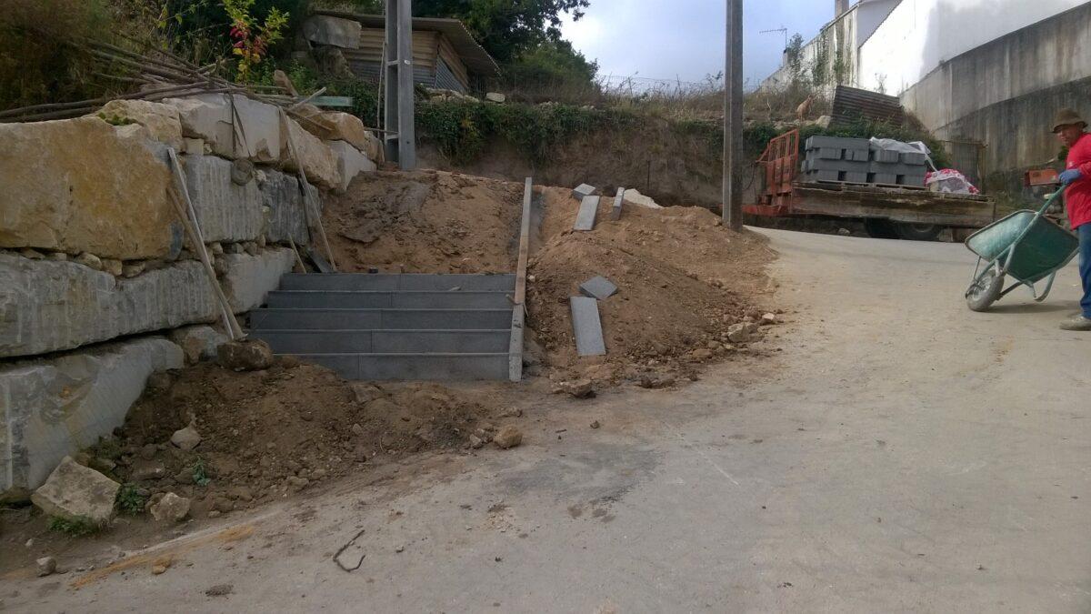 rua_da_pauliteira_coz_alargar_via_construir_escadaria_e_canteiro_para_jardim